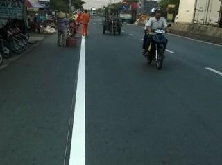 Thi công sơn đường